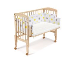 FabiMax Beistellbett PRO mit Matratze und Nestchen gelbe Sterne auf weiß