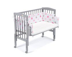 FabiMax Beistellbett PRO grau mit Matratze und Nestchen rosa Sterne auf weiß