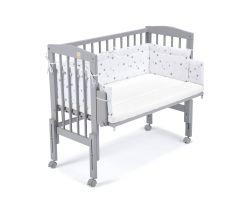 FabiMax Beistellbett PRO grau mit Matratze und Nestchen graue Sterne auf weiß