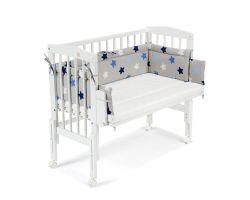 FabiMax Beistellbett PRO weiß mit Matratze und Nestchen blaue Sterne auf grau