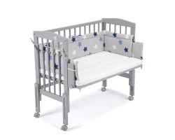 FabiMax Beistellbett PRO grau mit Matratze und Nestchen blaue Sterne auf grau